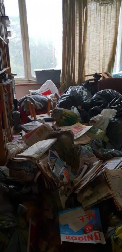 asunto täynnä roskaa